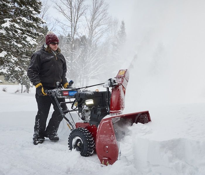 Self-Propelled For hot starts on the coldest days, each Toro two-stage snowthrower comes equipped with both electric start and a recoil mitten grip start for added peace of mind.