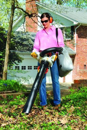 STIHL SH 56 C-E Hand-held Shredder Vacuum In Action