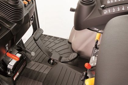 For easier operation of the HST pedal and more right-side foot space, the brake pedal has been moved to the left side of the steering column.