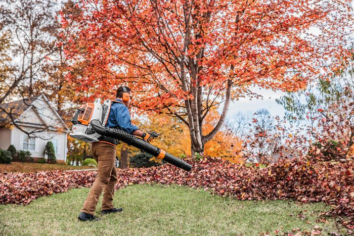 The NEW BR 800 C-E stands up to the toughest heavy-duty professional cleanup tasks.