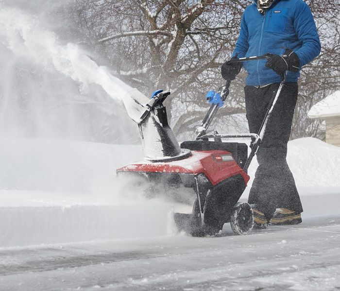 Shreds Snow Fast - Efficiently shreds through snow while reducing clogging with the curved paddles and funnelled housing of the Power Curve® Technology.