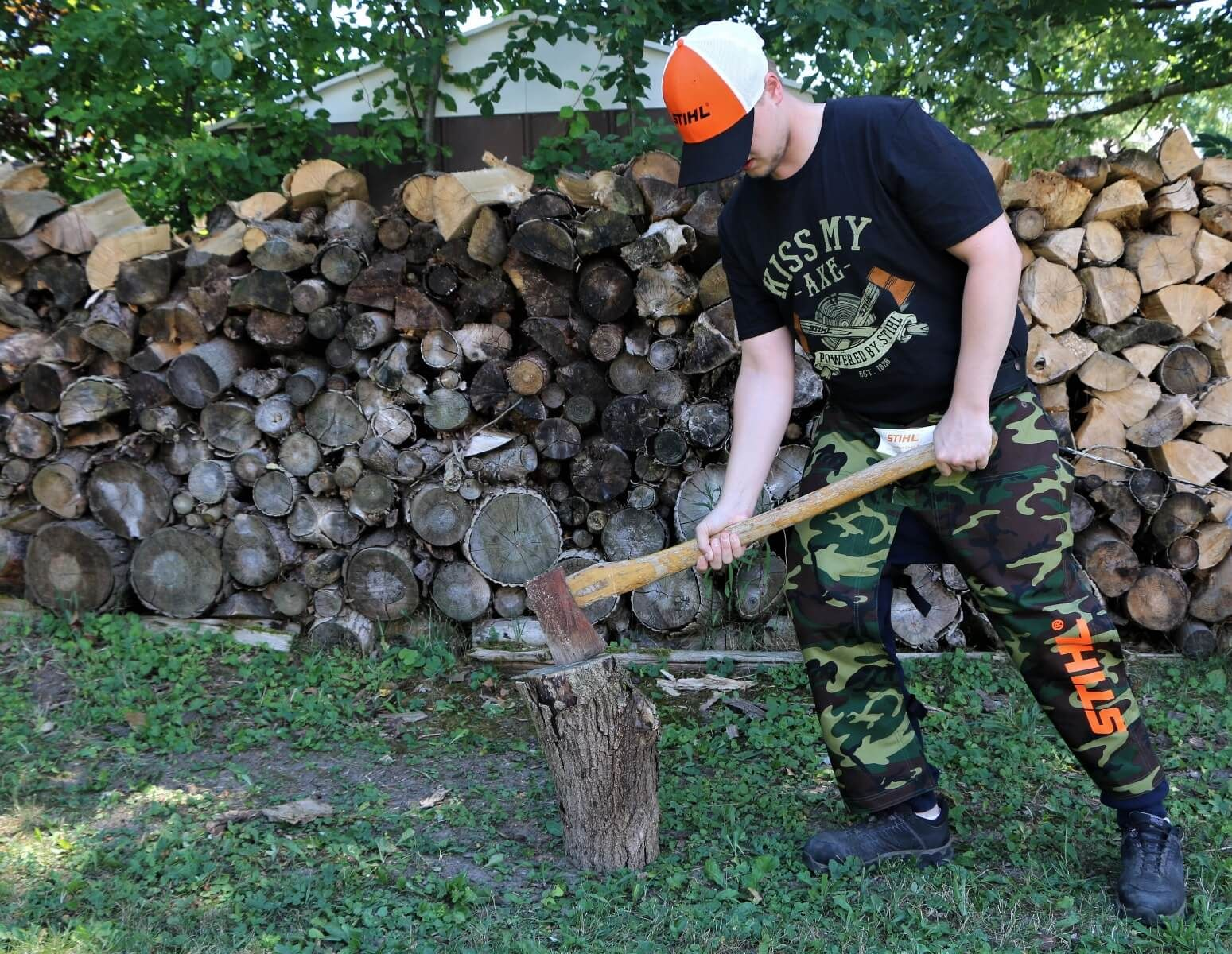 """STIHL camo chaps come with adjustable waist strap as well as adjustable leg straps. - Model is 5'10"""""""