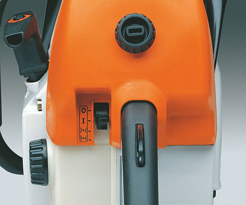 All important functions such as start, choke, throttle and stop are operated via a single lever.