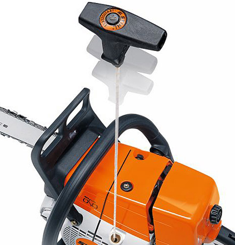 STIHL ElastoStart reduces the shock caused by the compression of the engine during starting.