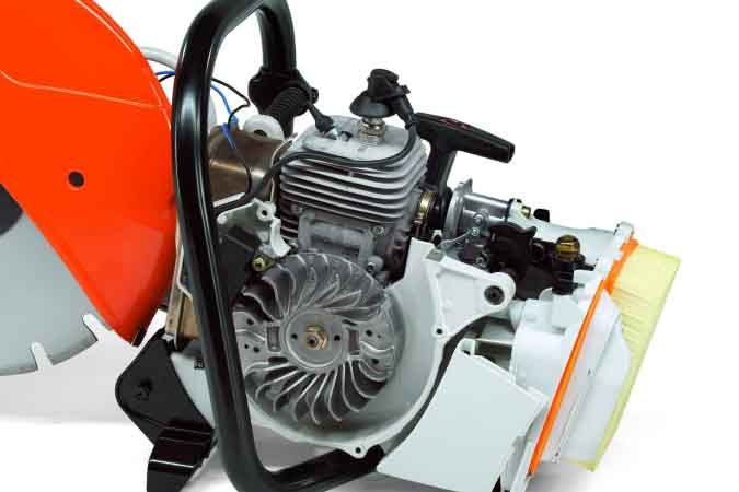 STIHL Cutquik TS 420 inside the two-stroke stratified charge engine