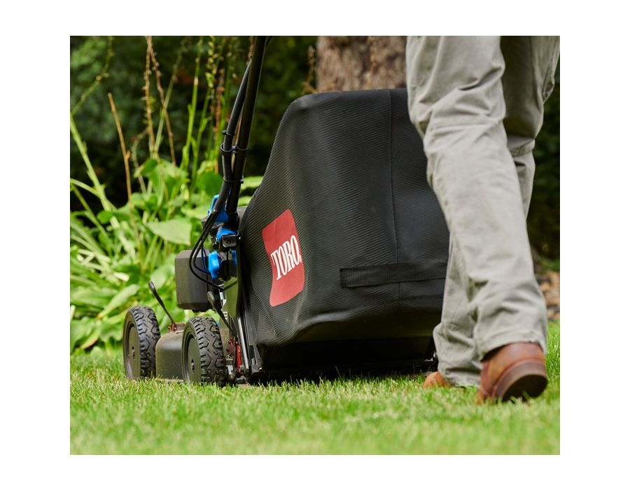 Adjust from side discharging, rear bagging, or mulching in a snap, and keep thatch build-up to a minimum with a high-capacity 2.1-bushel bag.