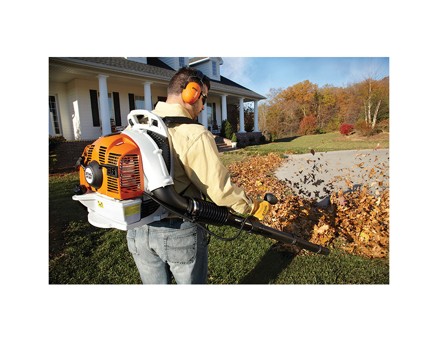 STIHL BR 350 Backpack Blower in Action