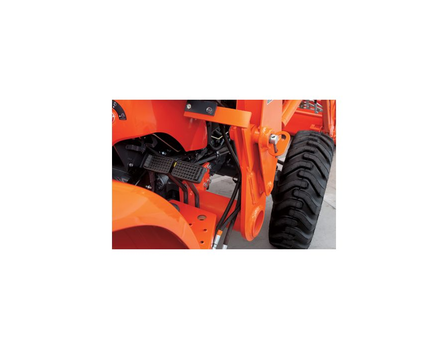 The LA524 Front Loader features high-quality, heavy-duty cylinders to bring more muscle to your loader work.