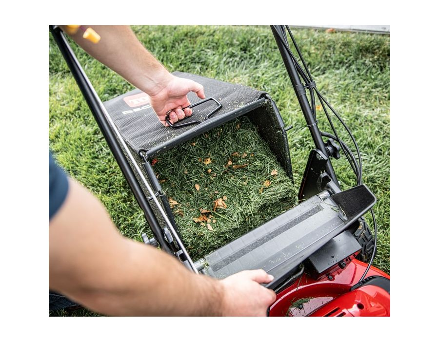 Get the job done more easily than ever with our new Super Bagger, shaped for easier lifting, no-shake pouring and zero-hassle clean-up