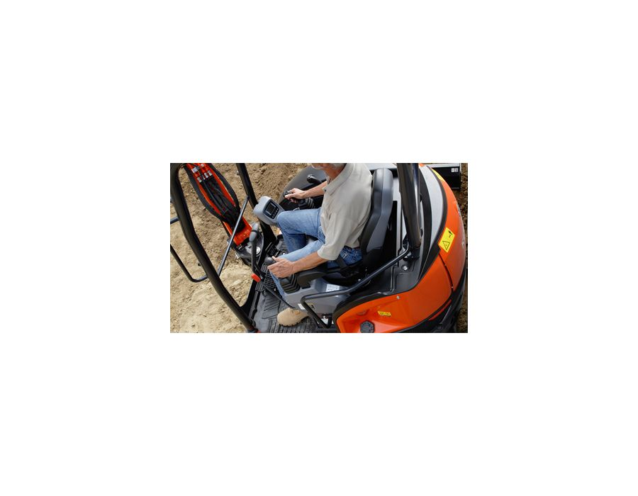 Deluxe operator area - Kubota believes that operator comfort is a top priority. That's why the U35-4 is equipped with this roomy area which features a larger entrance, more legroom and an interior that is both luxurious and comfortable. Enhanced ergon