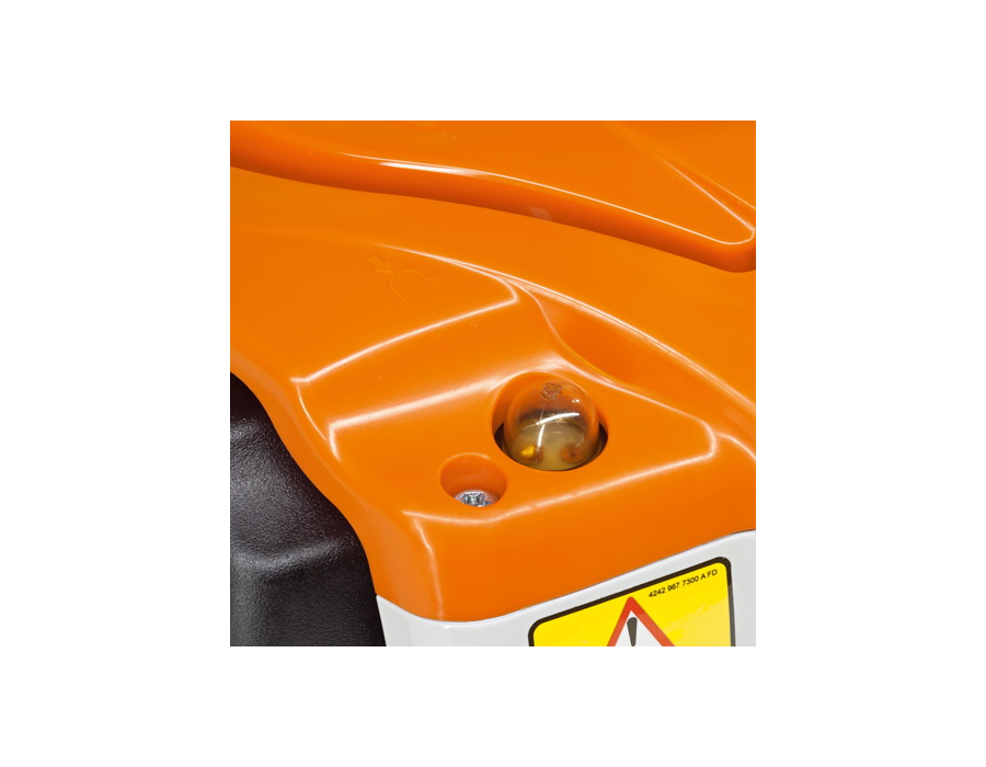 By pressing the bulb, this small fuel pump delivers fuel to the carburetor, reducing the number of starting pulls needed after an extended break between uses