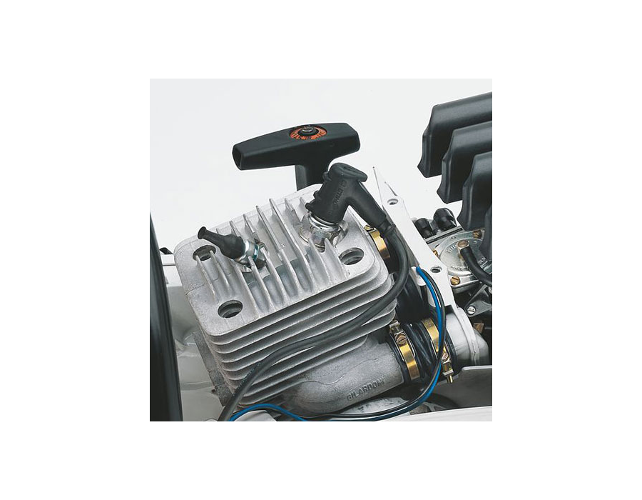 Reduced Emisson Engine Technology - More power with a lower weight, up to 20% lower fuel consumption than regular 2-stroke engines and significantly reduced exhaust emissions.