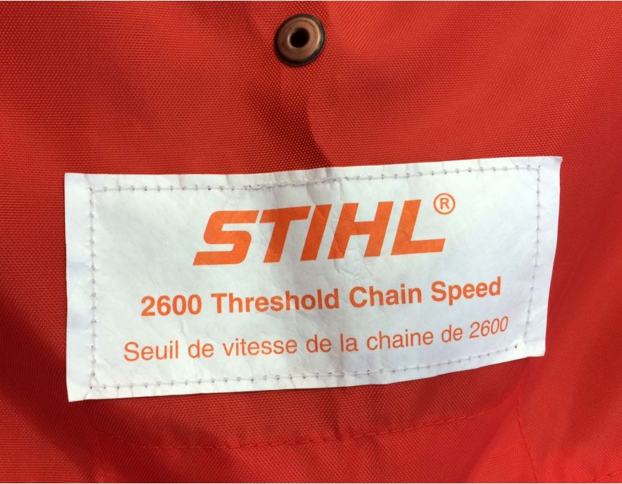close up showing 2600 threshold chain speed emblem