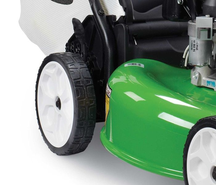 Variable-speed rear wheel drive provides improved traction and control in all mowing conditions.
