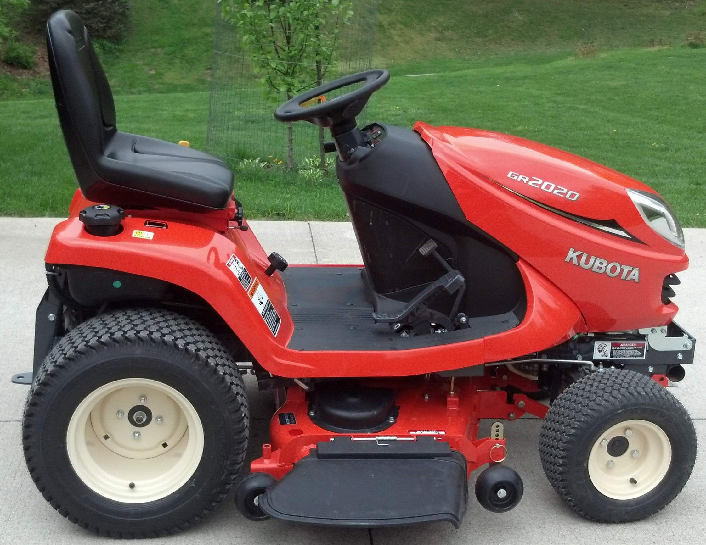 Kubota GR 2020 Lawn and Garden Tractor
