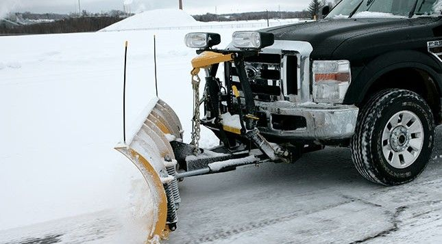 """With the chain lift system, you get instantaneous """"float"""" when lowering the blade. Unrestricted, the blade can freely follow the contours of the plowing surface for a cleaner scrape."""