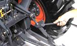 For speedy adjustments to 3-point mounted implements, lift rod adjustments can be made without using tools