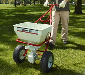 Shindaiwa Professional Spreader model RS76 in action