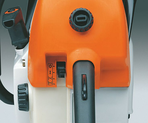 All important functions such as start, choke, throttle and stop are operated via a single lever