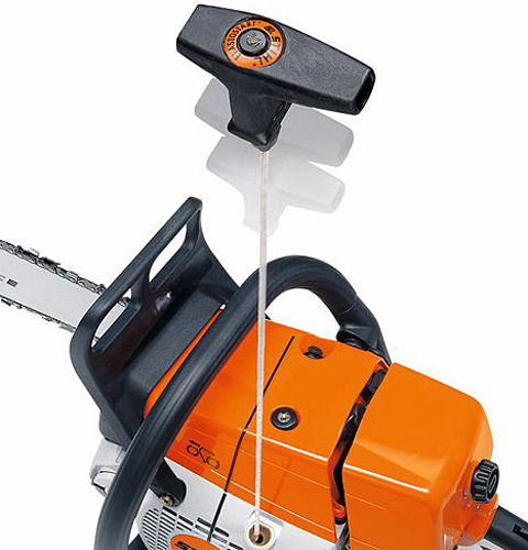 STIHL ElastoStart reduces the shock caused by the compression of the engine during starting