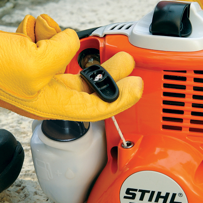 STIHL Easy2Start™ (E) - A genuine advance in easy starting. STIHL Easy2Start™ cuts the effort required to start the tool by half, while the starter cord can be pulled at just one third of the normal force. All it takes is 2 fingers and a gentle pull actio